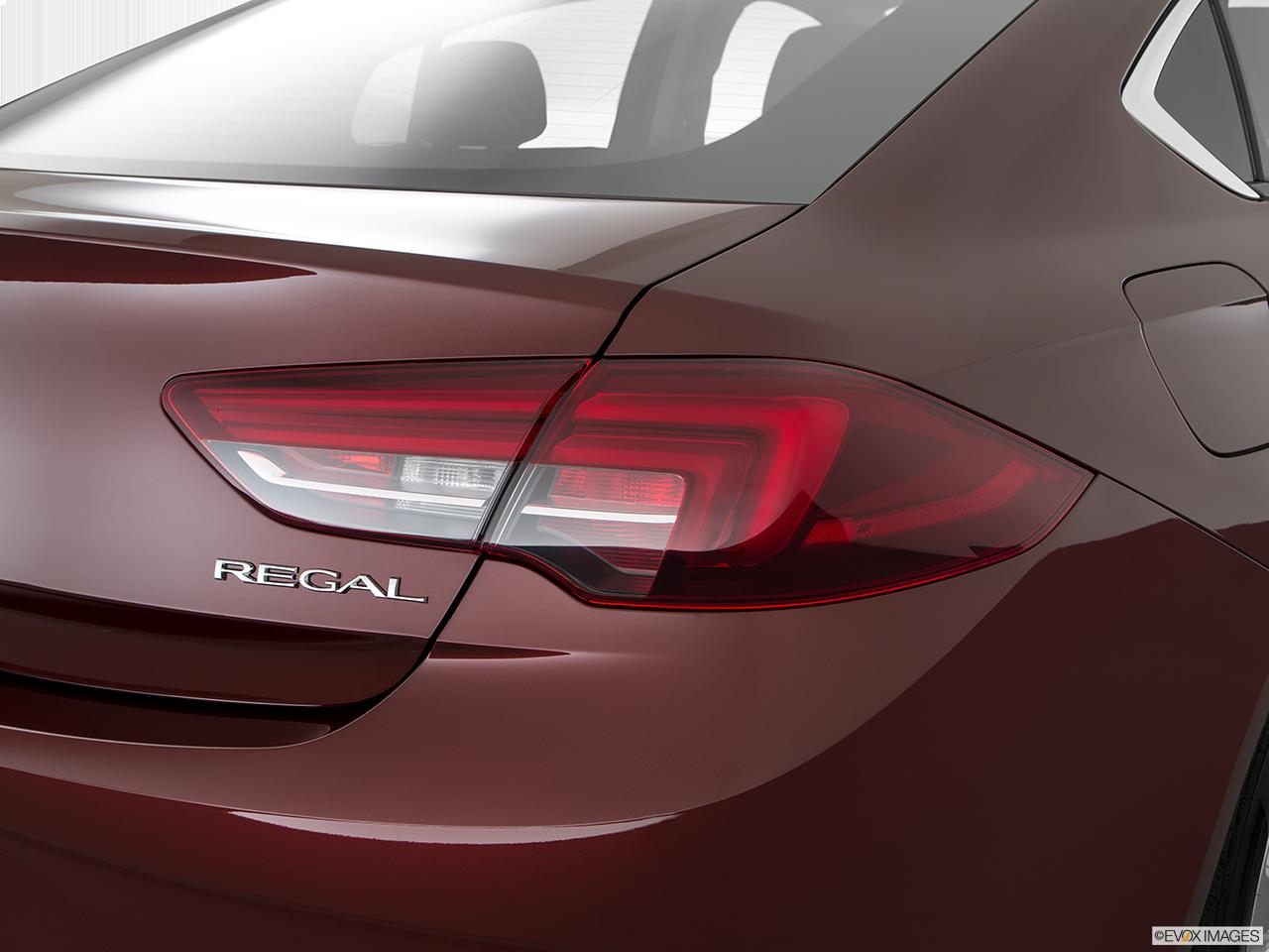 2020 Buick Regal Sportback photo
