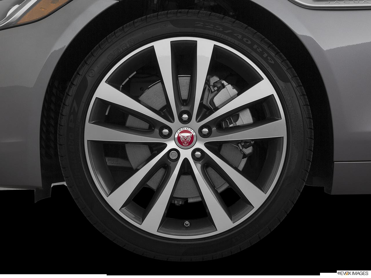 2020 Jaguar XE photo