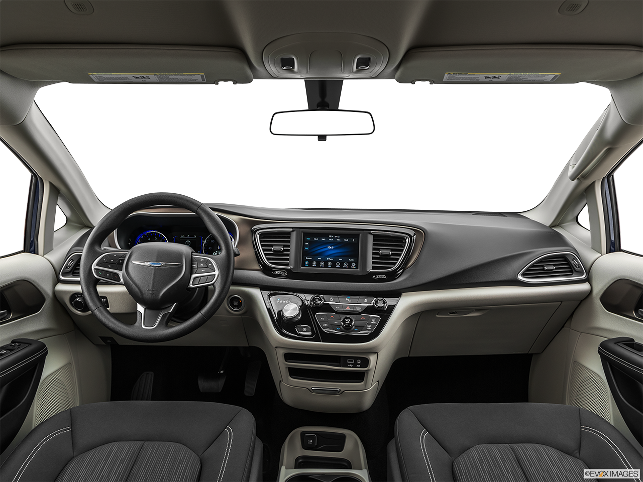 2020 Chrysler Voyager photo
